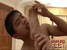 M & Mod devour each other's toes